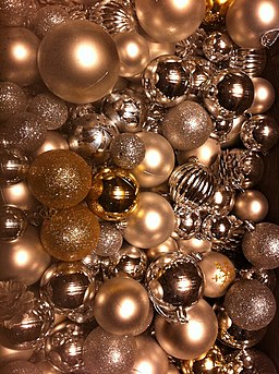 HK Central IFC Mall Christmas ornaments decor balls Dec-2012
