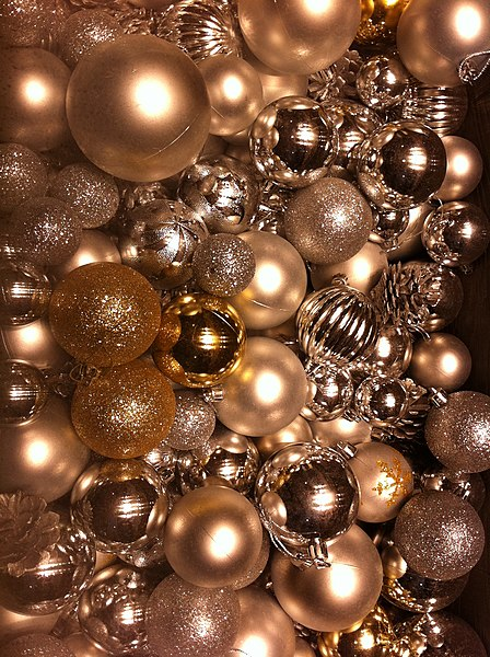 File hk central ifc mall christmas ornaments decor balls dec 2012 jpg