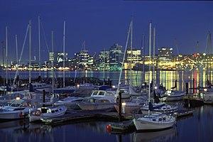La ciudad de Halifax, Nueva Escocia de noche