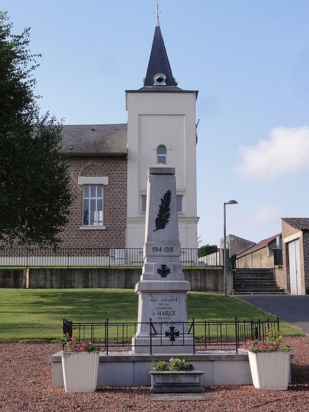 Harly (Aisne) monument aux morts devant l'église