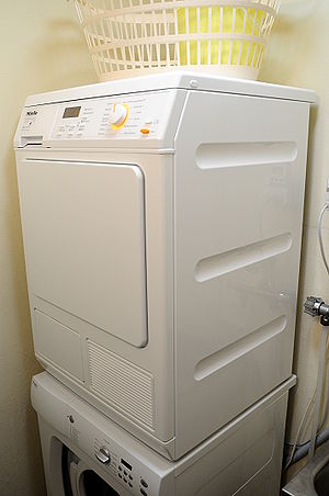 English: A Miele T8627WP heat pump clothes dryer.