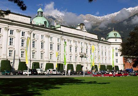 قصر الهوفبورغ مقر القيصر.