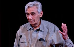 Howard Zinn at lectern cropped.jpg