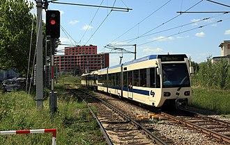 Badner Bahn - A mixed class 100/400 train leaving the Schöpfwerk railway station