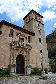 Iglesia de San Pedro y San Pablo (en la Carrera del Darro, junto al Tajo de la Alhambra)