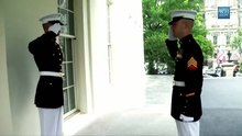 Fichier:Inside the White House- The Marine Sentries.webm
