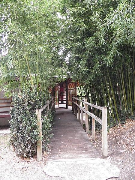 File:Jardin japonais - salon de thé (Toulouse) (1).jpg ...
