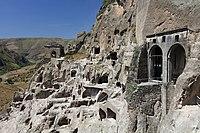 Jeskynní klášterní město Vardzía - panoramio.jpg