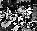 José Luis Cuevas en su estudio, México, 1980.jpg
