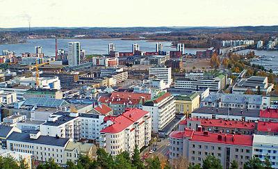 Centrum med hamnen uppe till höger