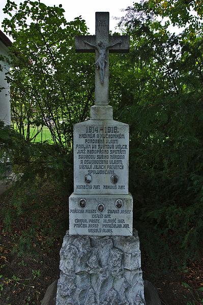 File:Kříž před kaplí, Osiky, okres Brno-venkov.jpg
