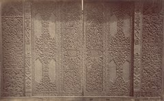 KITLV 87601 - Isidore van Kinsbergen - Door with carving at Telaga in Kuningan - Before 1900.tif