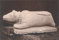 KITLV 87717 - Isidore van Kinsbergen - Sculpture of Nandi from the Dijeng plateau - Before 1900.tif