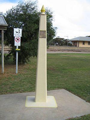 Karoonda meteorite - Karoonda meteorite commemorative column