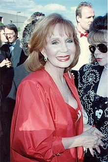 Katherine Helmond by de útrikking fan 'e Emmy Awards yn 1989.
