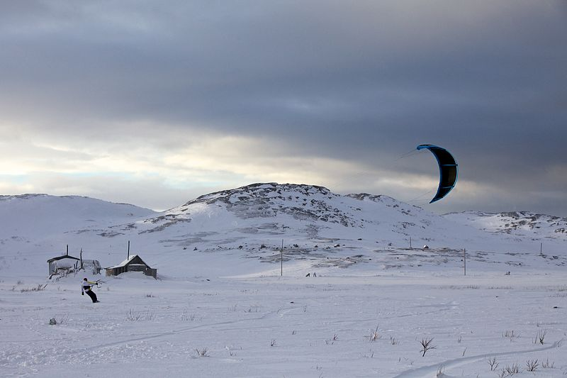 Файл:Kitesurfing in Teriberka.jpg