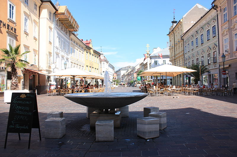 File:Klagenfurt - Alter Platz - Brunnen.JPG