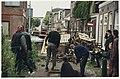Krakers van slooppanden aan de Scheepmakersdijk werpen barricades op. NL-HlmNHA 54029603.JPG