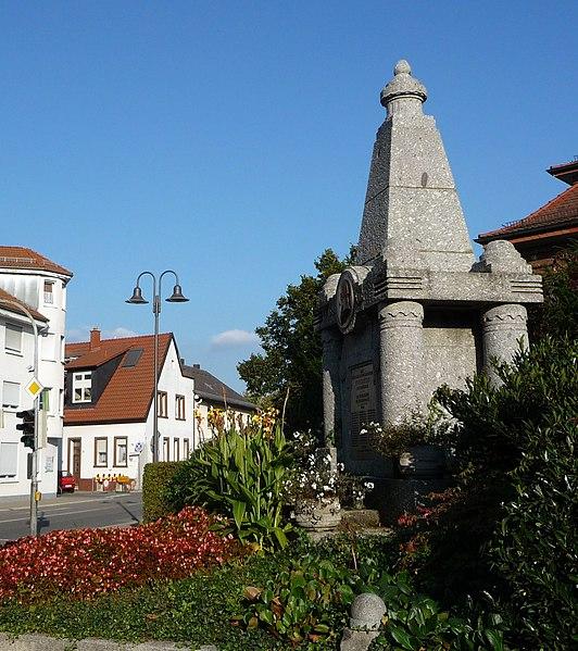 File:Kriegerdenkmal - panoramio (40).jpg