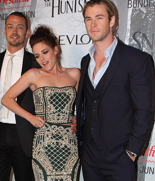 File:Kristen Stewart, Chris Hemsworth 2012.jpg