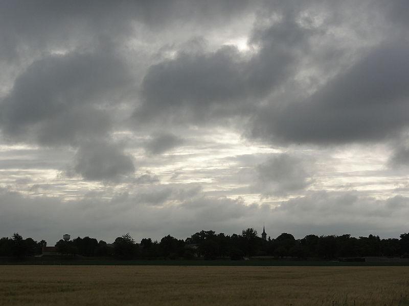La Malmaison (Aisne) le village sous les nuages