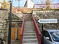 La Valla-en-Gier - Escaliers et panneau direction refuge (fév 2018).jpg