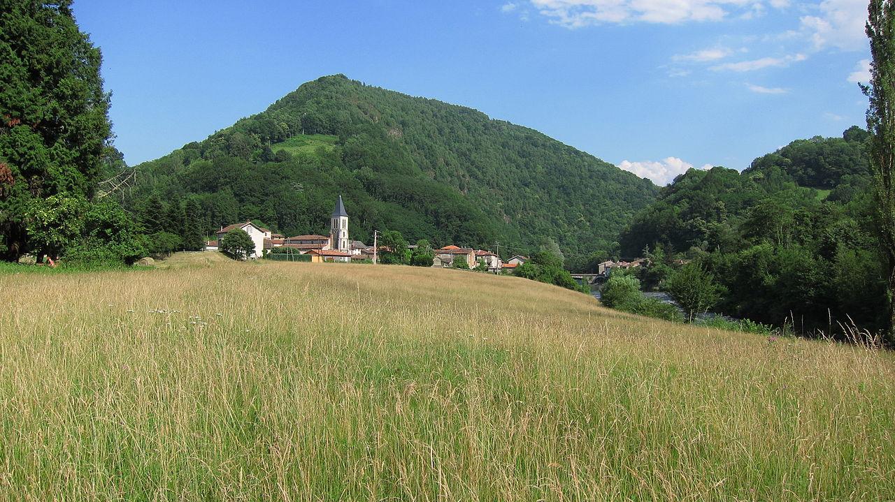 Le village vu depuis le bord du Salat