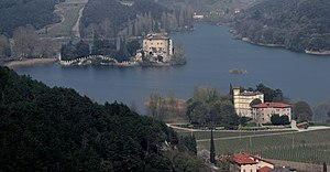 Lake Toblino with Castel Toblino and Maso Torresella-south.jpg