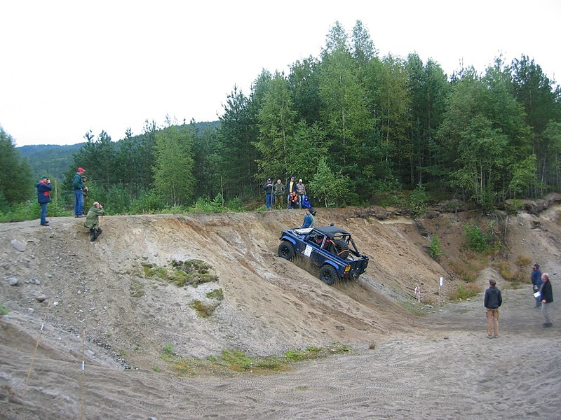 File:Land Rover trial competition.jpg