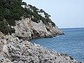 Lazio - San Felice Circeo - Vista sulla Grotta delle Capre da lontano.jpg