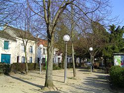 Le Pin Place du Village.jpg
