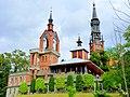 Licheń Stary - na pierwszym planie dzwonnica a w głębi widok wieży kościoła Św Doroty - panoramio.jpg