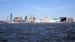 Blick vom Mersey auf das Zentrum von Liverpool