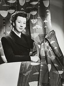 Lucienne Day in New York with Calyx (1951), 1952.jpg