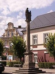 Sloup se sochou sv. Anny Samétřetí