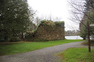 Muintir Eolais - Image: Mac Raghnaill Castle 3
