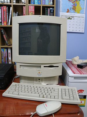 Macintosh LC 575 Picture 2.JPG