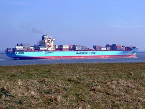 Maersk Greenock pD approaching Port of Rotterdam, Holland 08-Apr-2007.jpg