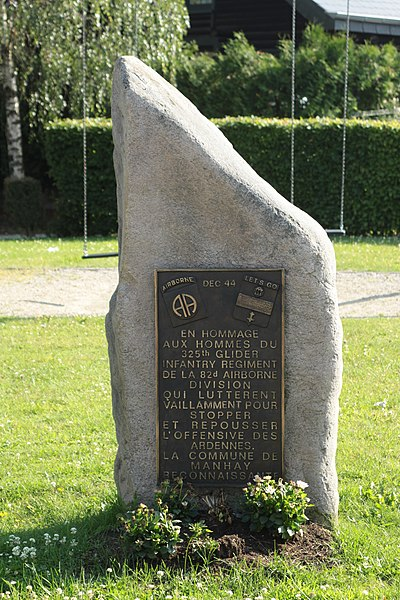 Monument zu Manhay bei der Gemeng
