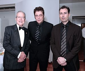 Hispanic Organization of Latin Actors - Manolo Garcia-Oliva, president of HOLA, right, with awardees Benicio del Toro, center, and Artur Balder, left, during a ceremony.
