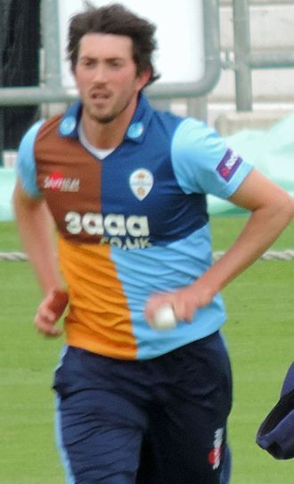 Mark Footitt - Footitt bowling for Derbyshire in 2014
