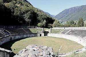 Alpes Poeninae - Image: Martigny, ville romaine et moderne, amphithéâtre