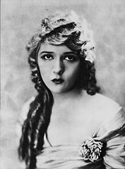 Mary Pickford - Oct 1921 Photoplay.jpg