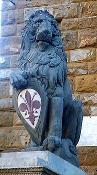 La copia del Marzocco di Donatello in piazza della Signoria