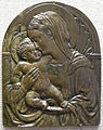 Michelozzo, madonna col bambino sotto una nicchia a conchiglia, 1427-30.JPG