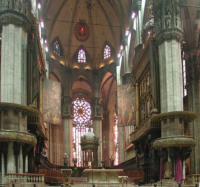 File: Catedral de Milão Coro raddrizzato.jpg