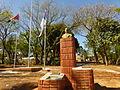 Misiones - Oberá - Plaza San Martín - estatua y banderas.JPG