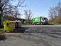 Modřany, K dolům, kontejnery a popelářské auto SITA.jpg