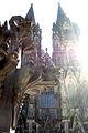 Modell Kreuzblume vor Westfassade Kölner Dom Gegenlicht.jpg