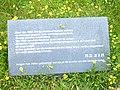 Monument der gevallen kinderen Gedenksteen.JPG